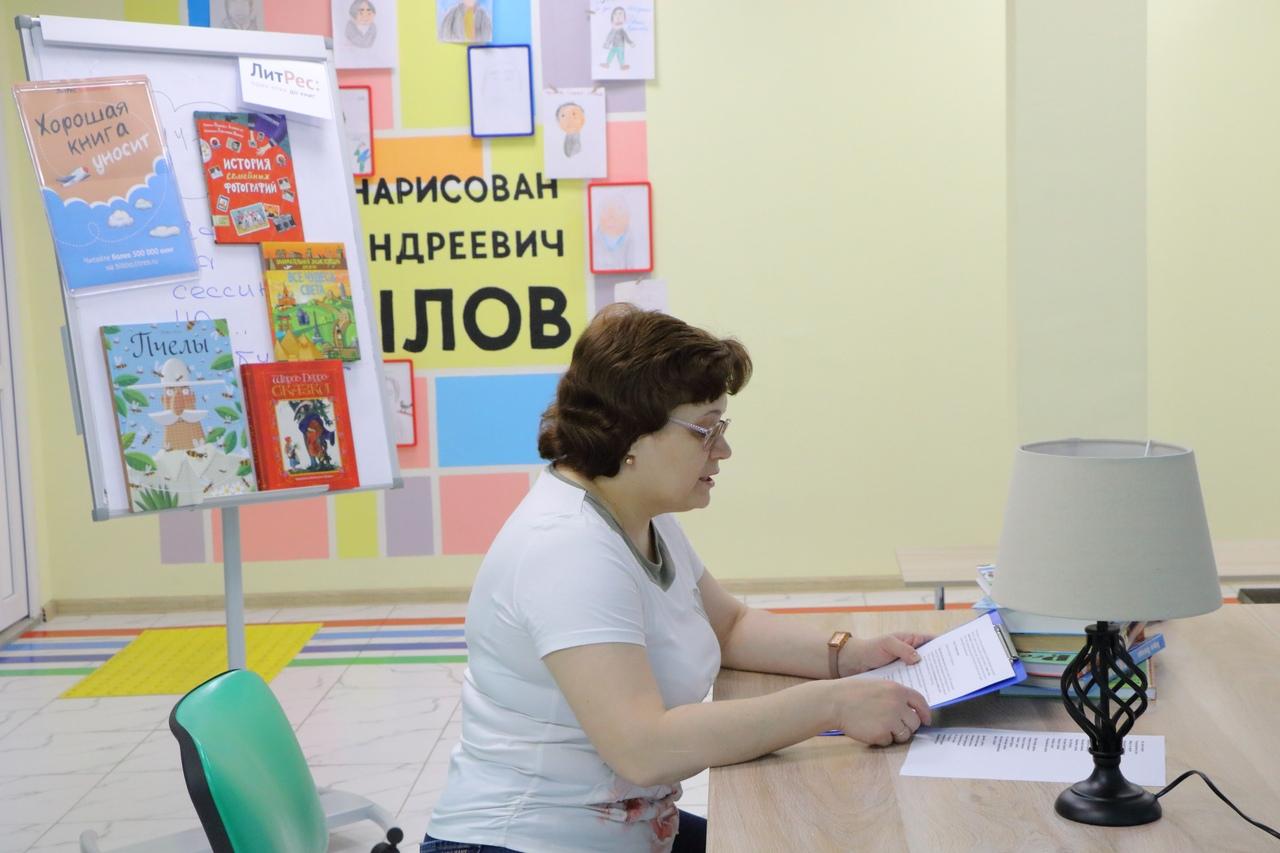 Сотрудник библиотеки